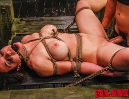 Kylie Rogue is a supah dupah fuhhhhreak with a big freaky clit that\'s just begging to be played with! She\'s also got a banging set of tits that look fantastic all bound up in a nasty rope harness and standing straight up.