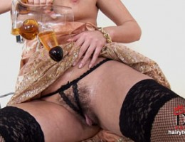 Zuzana Z fucks with a pint of beer during telephone sex
