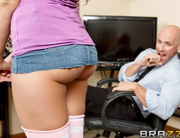 Mia Malkova had no idea her old man was a porn tycoon. When she went in one day to visit him at the office, Mr. Hogan told his staff to make sure she never found out. But Johnny couldn't ignore a chance to fuck the boss's daughter, because she's so fuckin
