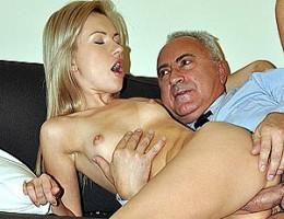 An old british dude boning a smoking hot blonde hardcore