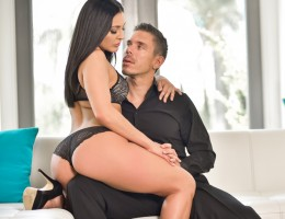 Seductress Gracie Glam & MIck Blue hook-up in sensual scene