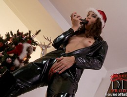 Aneta Js latex Xmas, she comes with a black dildo!