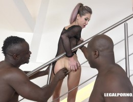 Nikki Dikki comes back to try two black cocks IV140