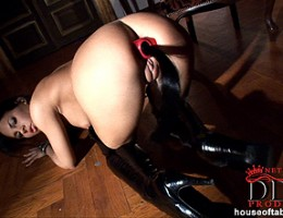 Black-haired girl Amabella masturbating in latex with toy
