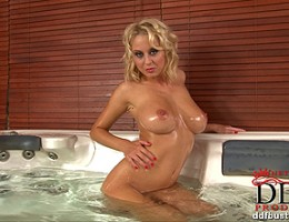 Busty blonde babe Mandy Dee\'s awesome bathroom striptease