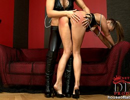 Lesbian babes Kassey Krystal & Sandra Sanchez spanking hard