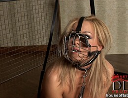 Blonde babe Valentina Blue with lead peeing naked as dog