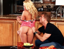 Bill Bailey is a businessman who prides himself on punctuality and professionalism. So when a client invites him over for dinner and then doesn\'t show up, leaving him to make small talk with his busty blonde wife Alexis Monroe, Bill\'s patience is just a