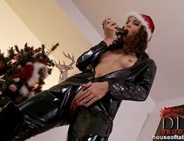 Aneta Js latex Xmas, she comes with a black dildo!