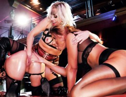 Wearing kinky fetish gear, dominant blonde Brittany Bardot welcomes us to Berlin\'s wild Club Insomnia. The freaky MILF teams up with busty babe Jolee Love and anal goddess Alysa Gap for an extreme lesbian threesome. Through the epic encounter, the ladies
