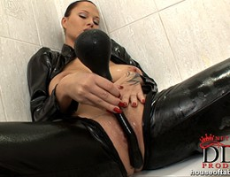 Busty hot babe Dominno having a sexy bath in latex & toying