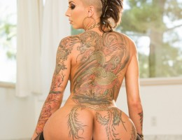 Bella Bellz\'s Bubble Butt Oiled Up For A Big Black Cock
