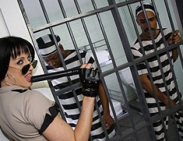 White prison guard does DP with 2 black prisoners